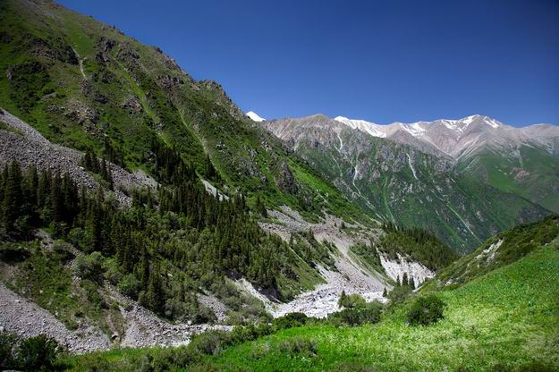 Ala_Archa_National_Park_03.jpg