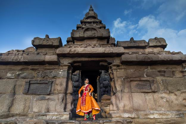 Kathak_Danseuse_Namrata_Rai_at_Sea_Shore_Temple.jpg